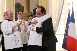 L'accolade de Pierre-Henri Masson avec le Président de la République.